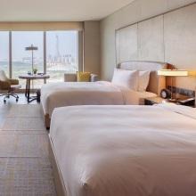 天津于家堡洲际酒店1晚+2大1小早餐+2张天津方特/极地海洋馆门票(2选1)+游泳健身+餐饮85折优惠+免费停车